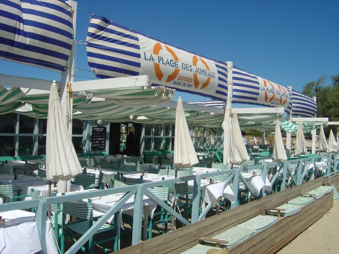 La Plage des Jumeaux, restaurant et plage privée, à Ramatuelle (Var).