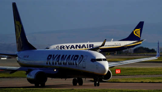 Des avions de Ryanair à l'aéroport de Manchester, au Royaume-Uni.