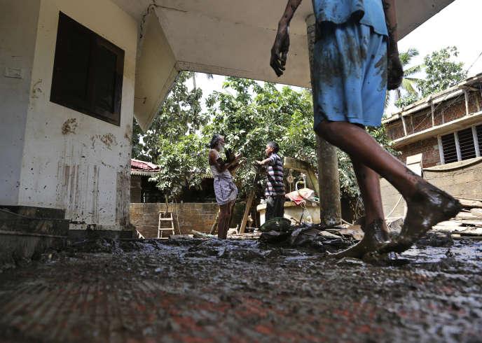 Dans la ville de Cochin, dans l'Etatdu Kerala (Inde), après les pluies diluviennes, le 21 août.