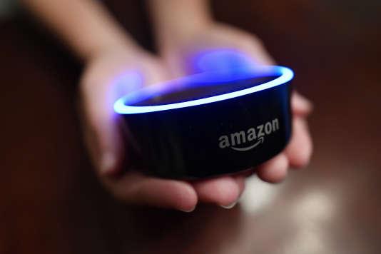 Un Amazon Echo Dot.