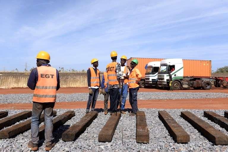 Sur le chantier du train express régional, près de Dakar, au Sénégal, en décembre 2017.