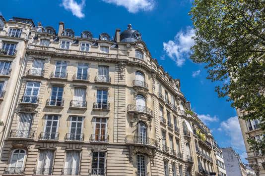 «Paris bénéficie de sa désignation comme ville hôte des Jeux olympiques de 2024» (Paris, 7e arrondissement, immeuble haussmannien, boulevard Raspail).