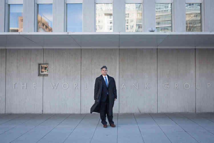 L'avocat Luis Parada a défendu l'Etat salvadorien dans le conflit opposant la Pacific Rim Cayman LLC et le Salvador. En 2009, l'entreprise canadienne réclame 300 millions de dollars après la suspension des activités minières décidée en 2008, qui rendait caduc son investissement.