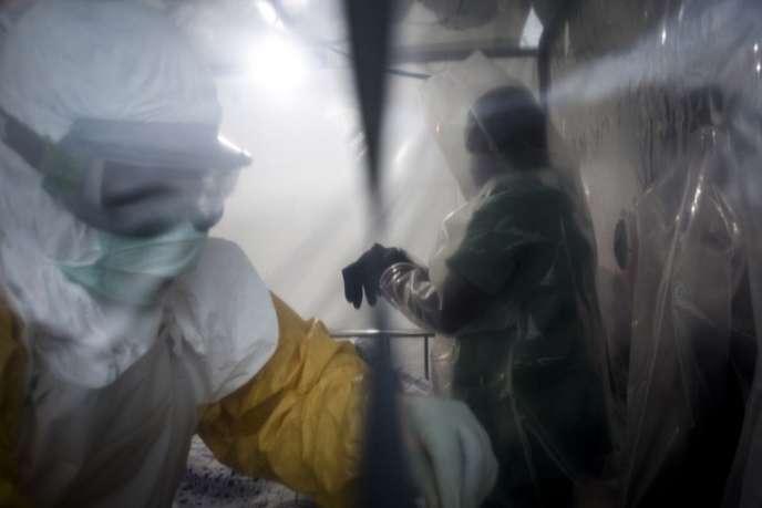 Dans un centre de traitement d'urgence contre Ebola, à Beni, dans l'est de la République démocratique du Congo, le 15 août 2018