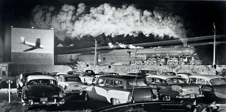 «Hotshot Eastbound», photographie d'O. Winston Link réalisée le 2 août 1956 à Laeger (Virginie-Occidentale).