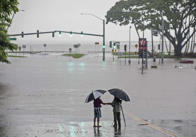 Des routes inondées au passage de l'ouragan Lane à Hilo, sur l'archipel d'Hawaï.