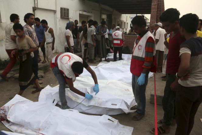 Dans une morgue à Hodeïda, au Yémen, le 2 août.