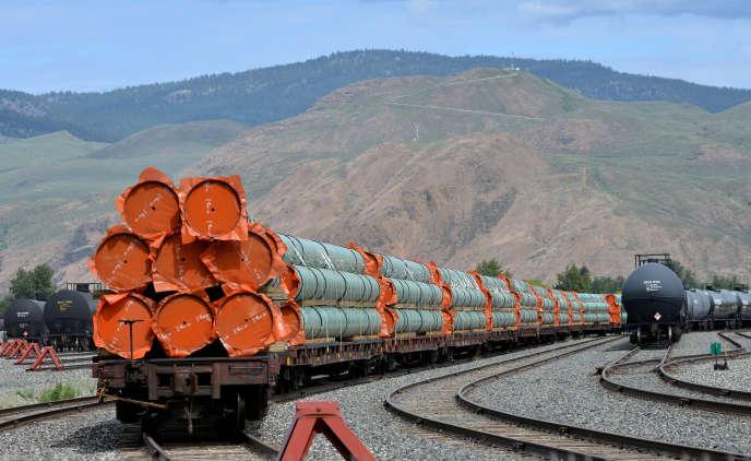 Stockage de fragments de l'oléoducTrans Mountain, qui doit s'étirer, à travers les Rocheuses, des gisements de l'Alberta jusqu'au port de Vancouver.