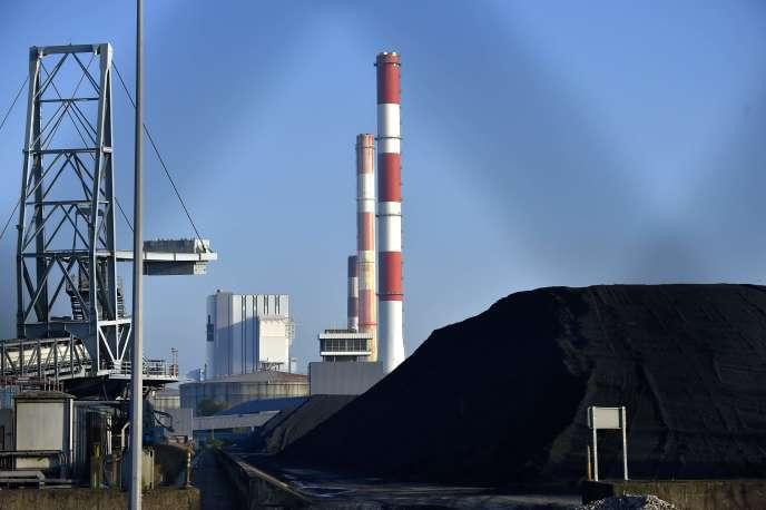 «En1998, le charbon représentait 38% de la production d'électricité dans le monde contre… 38% aujourd'hui» (La centrale thermique de Cordemais, Loire-Atlantique, en 2016).