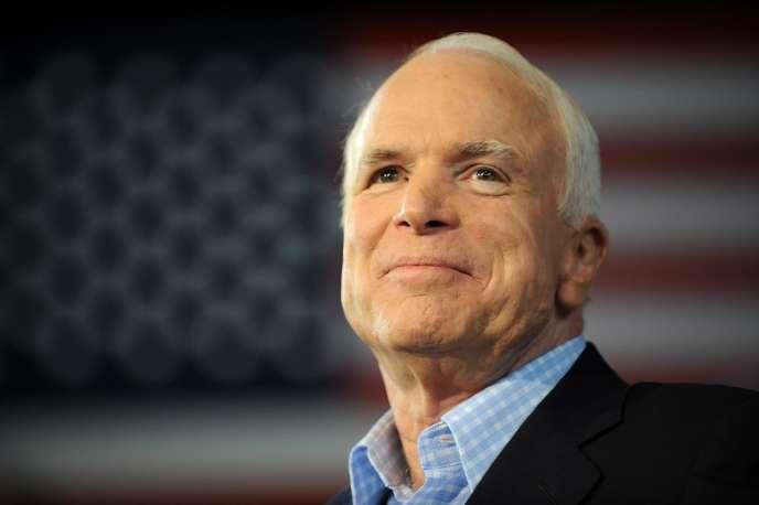 John McCain à Sterling Heights, dans le Michigan, le 5 septembre 2008.