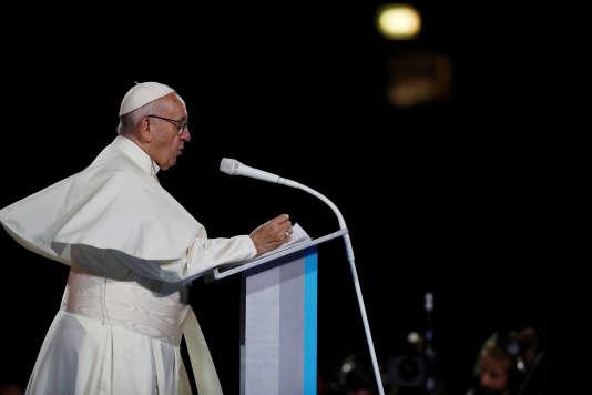 Le pape François s'adresse à la foule lors de la« fête des familles», à Croke Park, à Dublin, le 25 août.