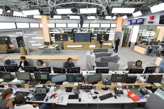 Les journalistes de Franceinfo, au siège de France Télévisions, en août 2016, à Paris.