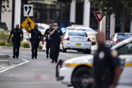 La police arrive sur les lieux de la tuerie de Jacksonville, le 26 août, en Floride.