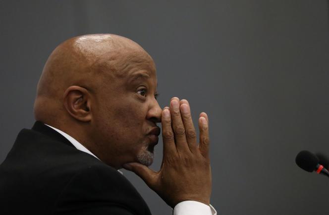 L'ancien ministre des finances Mcebisi Jonas lors de son témoignage devant la commission Zondo, à Johannesburg, le 24août 218.