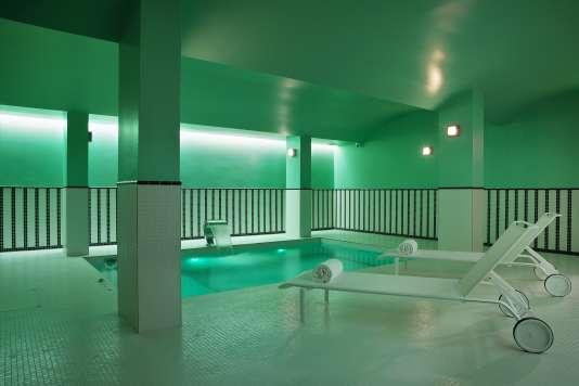Piscine, bain à remous, hammam... une jolie mélodie en sous-sol au Saint-Marc.