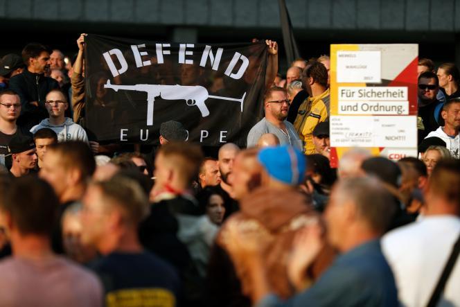 Manifestation d'extrême droite, le 27 août 2018, à Chemnitz, en Allemagne, après la mort d'un Allemand de 35 ans poignardé à la suite d'une dispute avec des étrangers.