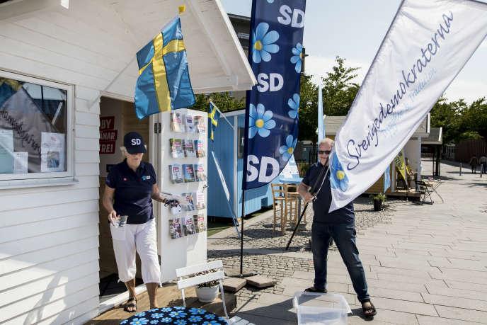 Le 17 aout 2018, à deux semaines du scrutin du 9septembre, Marita Westerström s'affaire devant le petit chalet blanc, installé sur «Nya torg», la «nouvelle place», dans le centre de Hörby, en Scanie (Suède).
