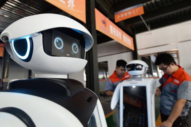 «L'impact de l'intelligence artificielle sur le marché de l'emploi se concrétise aujourd'hui par une forte hausse de la demande de cadres et de personnel qualifié» (Usine d'assemblage de robot, en Chine).