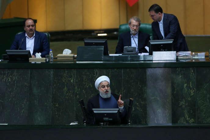 Le président iranien Hassan Rohani, devant le Parlement, à Téhéran, le 28 août.