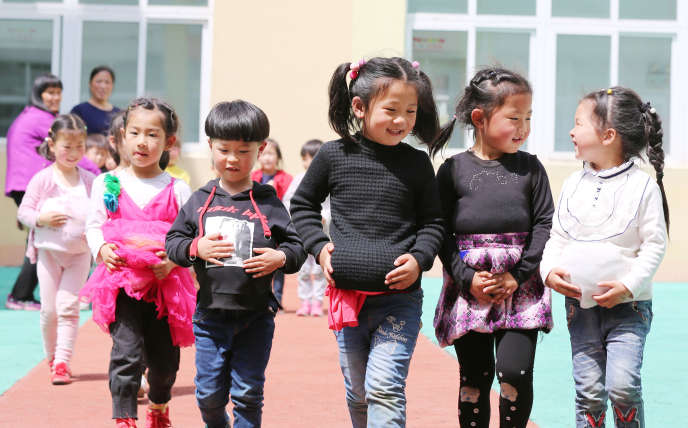 Beaucoup de familles chinoises sont réticentes à avoir plusieurs enfants, notamment en raison du coût de l'éducation.