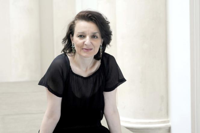 Eva Illouz estspécialisée dans la sociologie des émotions. Elle est l'auteure, notamment, des «Sentiments du capitalisme»(Seuil, 2006), de «Pourquoi l'amour fait mal »(Seuil, 2012) et de«Hard romance»(Seuil, 2014).