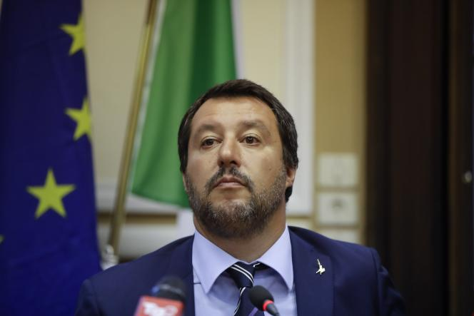 Le 25 août, un procureur d'Agrigente at ouvert une enquête pour séquestration, abus de pouvoir et arrestation illégale contre le ministre et son chef de cabinet.