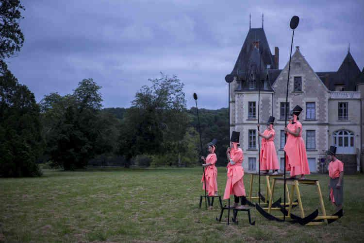 Les ateliers de scénographie sont de plus en plus demandés, telcelui-ci qui a donné lieu à un spectacle dirigé par lecréateur de mode danois Henrik Vibskov, en 2016.
