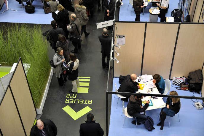 L'aide à la recherche du premier emploi existe depuis l'été 2016. Ici, un salon pour l'emploi des cadres organisé par Pôle Emploi à Nantes.