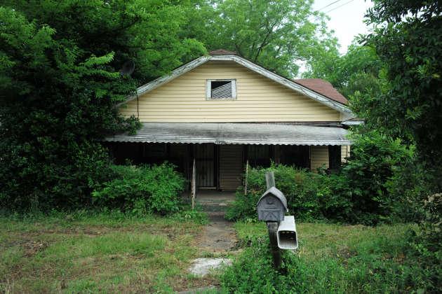 Des centaines de maisons et commerces ont été abandonnés, donnant à la ville des airs de ville fantôme.