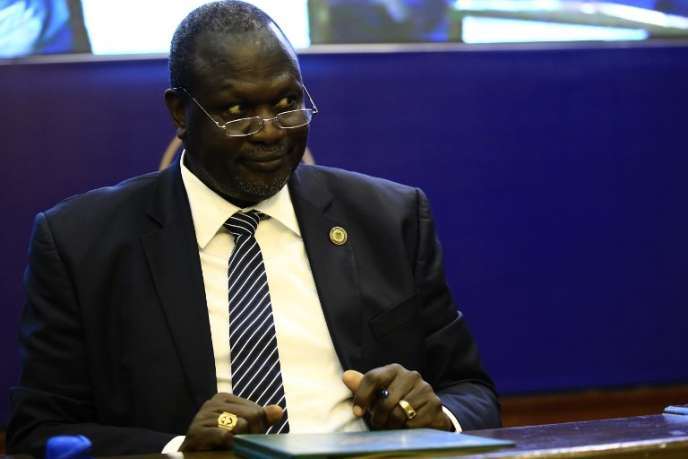 Le chef rebelle sud-soudanais Riek Machar lors de la signature d'un accord de partage du pouvoir, à Khartoum, le 5août 2018.