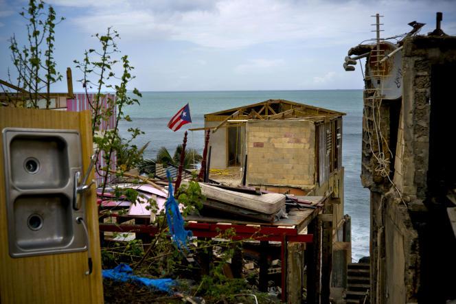 Maria a laissé des stigmates pendant des mois sur l'île, en coupant l'eau, l'électricité, le téléphone et les routes, isolant de nombreux villages.