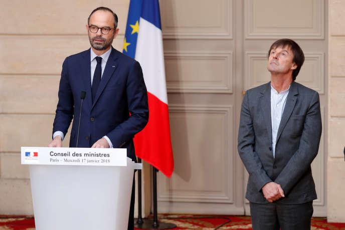 «A quoi sert un ministère de l'écologie? N'est-il qu'une caution pour des gouvernements qui, quelle que soit leur couleur politique, ne parviennent pas à se hausser à la hauteur des enjeux?» (Edouard Philippe et Nicolas Hulot à Paris, le 17 janvier).