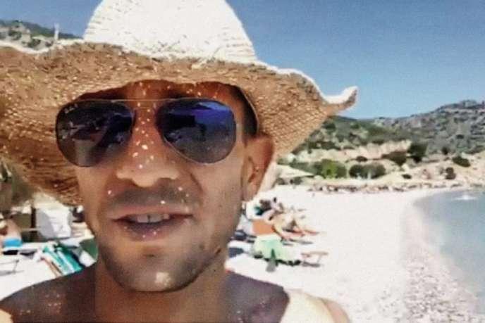 Image extraite de la vidéo tournée par Adam Catzavelos, alors en vacances en Grèce. Face au scandale, il n'est pas rentré en Afrique du Sud.
