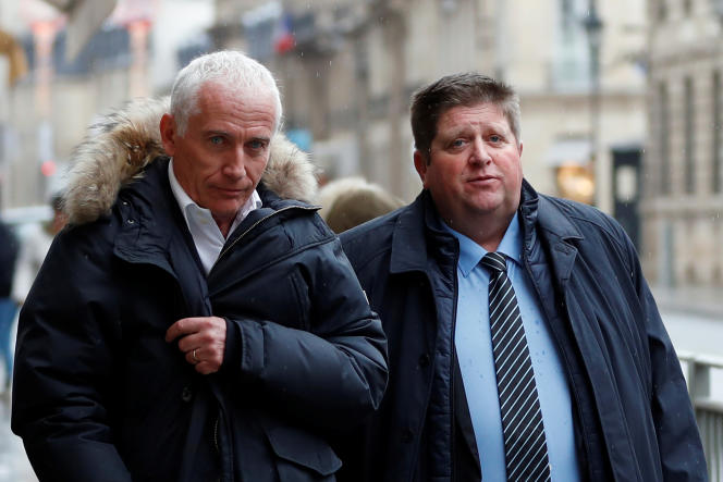 Le lobbyiste Thierry Coste aux côtés de Willy Schraen, le président de la Fédération national des chasseurs, après une réunion à l'Elysée le 15 février 2018.
