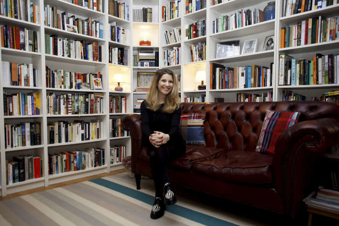 L'écrivaine Lisa Halliday, chez elle à Milan en janvier 2018.