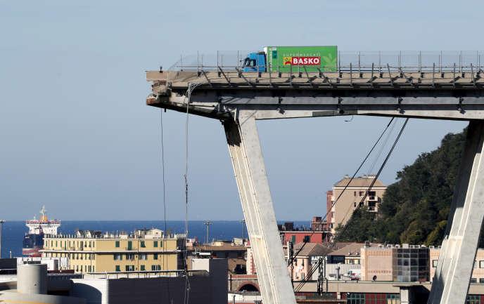 «A l'heure où certains voudraient relancer la conquête spatiale, il manque toujours dans la plupart des pays l'argent nécessaire pour assurer la sécurité de ces infrastructures qui semblent si familières qu'on oublie d'en prendre soin» (Le pont Morandi à Gênes, le 15 août).