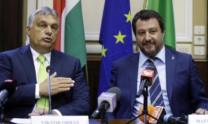 Le premier ministre hongrois Viktor Orban (à gauche) et le ministre de l'intérieur et vice-premier ministre italien Matteo Salvini, lors d'une conférence de presse à Milan, le 28 août.