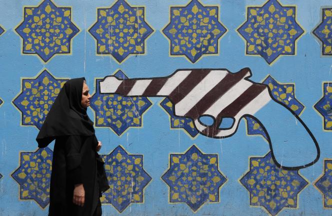 Peinture murale sur les murs de l'ancienne ambassade des Etats-Unis à Téhéran, le 7 août.