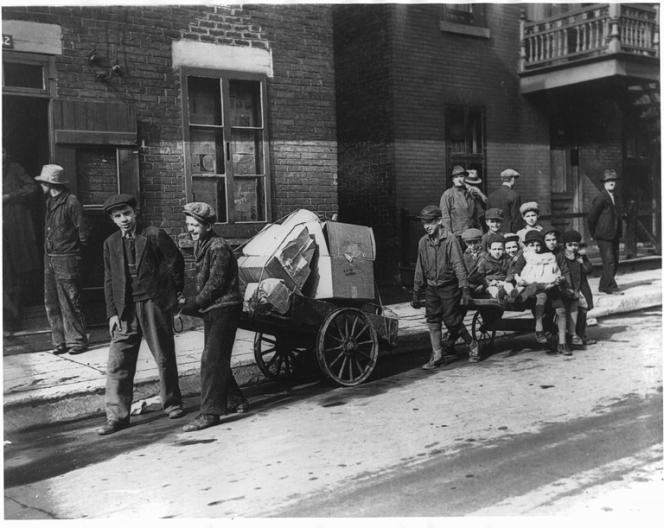 A Montréal, vers 1930.