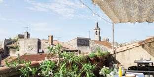 Le Collatéral avec sa vue sur les toits d'Arles.