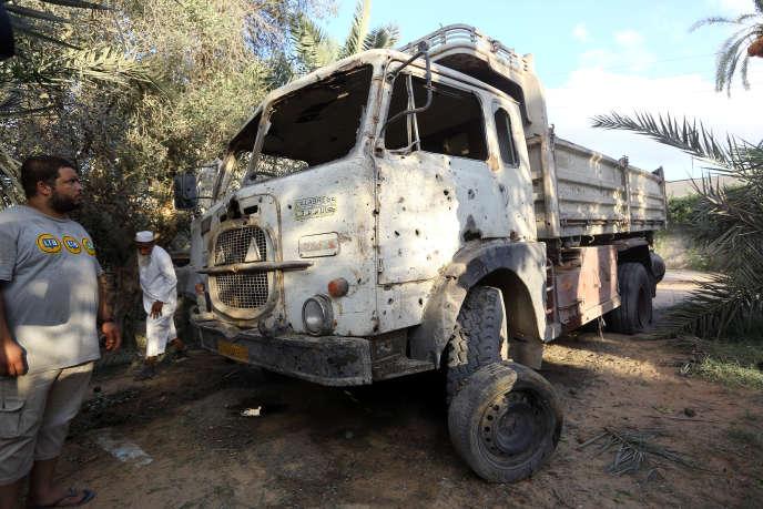 Près de la zone d'impact d'un tir de mortier meurtrier dans la capitale libyenne Tripoli, le 30 août.
