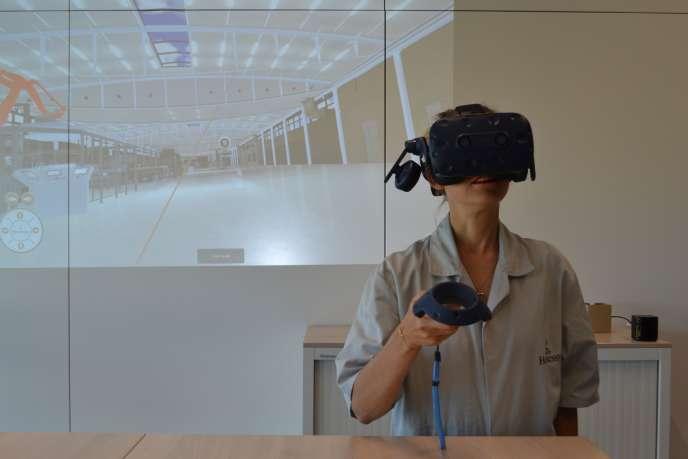 Les salariés de la société Hennessy ont visité leur futur lieu de travail grâce à un équipement de réalité virtuelle.