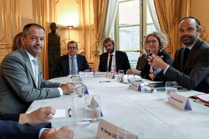 Pascal Pavageau, secrétaire général de FO (à gauche), face à la ministre du travail, Muriel Pénicaud, et au premier ministre, Edouard Philippe (à droite), le 30 août à Matignon.