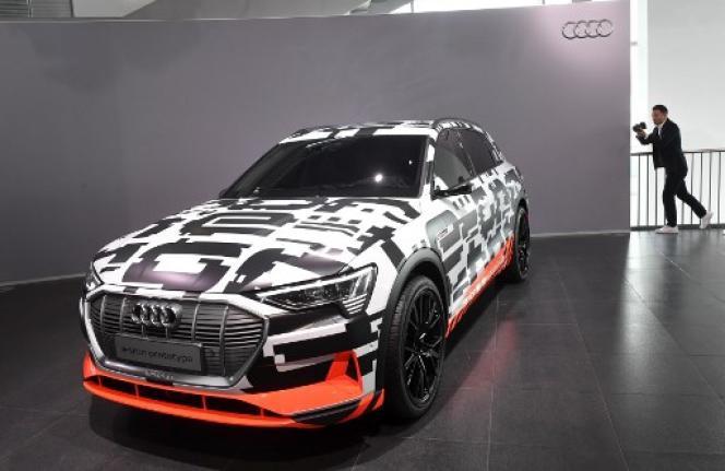 Prototype de la Audi e-tron qui sera présentée le 17 septembre à San Francisco. Un SUV de luxe, 100% à batterie, dotée d'une autonomie de plus 400 kilomètres.