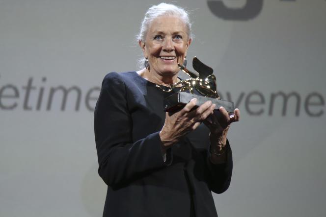 La comédienne britannique Vanessa Redgrave recevant un Lion d'or pour l'ensemble de sa carrière, à la Mostra de Venise, le 29 août.