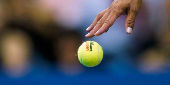 Parmi les personnes interpellées figurent des joueurs de tennis. Si la police n'a communiqué officiellement aucun nom à ce stade, son enquête visait notamment vingt-huit joueurs de tennis.