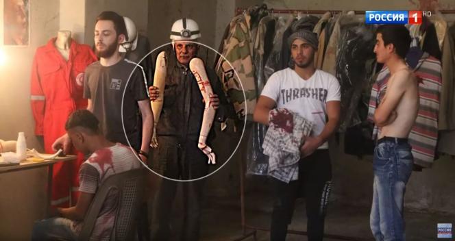 La télévision d'Etat Russia-1 a présenté ces images (issues du making-of du film«Revolution Man») comme ayant été tournées par les « casques blancs» à Douma.