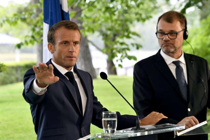 Le président français, Emmanuel Macron, et le premier ministre finlandais, Juha Sipilä, en conférence de presse à Helsinki, le 30 août.
