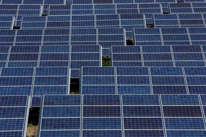 Des panneaux solaires à Gardanne (Bouches-du-Rhône), en juin.