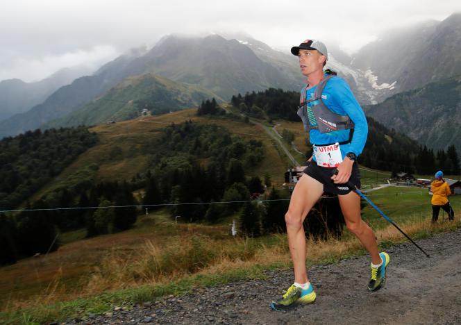 L'Américain Jim Walmsley au col de Voza (Haute-Savoie), lors de l'UTMB, vendredi 31 août.